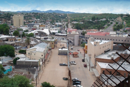 Image of city straddling the US-Mexico border